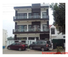2bhk in Sector 17 Near to Cyber city Gurgaon 9899323880