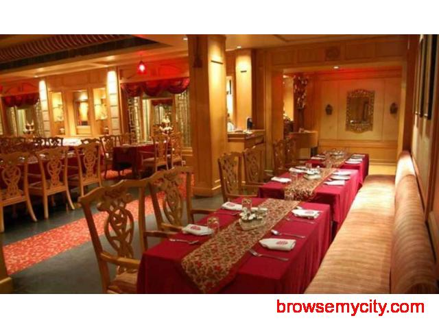 Get Hotel Yamuna View in,Agra with Class Accommodation. - 4/4