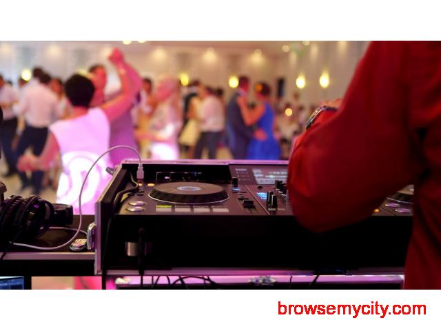 Hire the best DJ for your wedding - 1/1