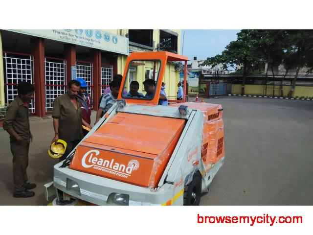 Industrial Sweeping Machine on RENT - 2/4