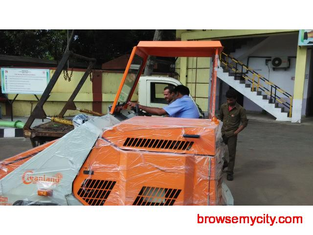 Industrial Sweeping Machine on RENT - 3/4