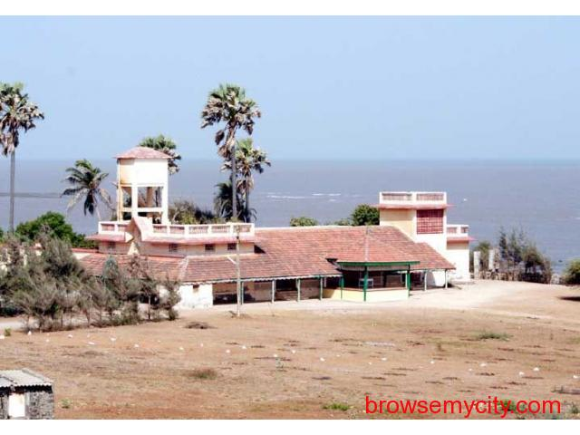 Get Gopnath Bungalow in,Bhavnagar with Class Accommodation. - 1/4
